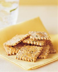 ml0404ftea3_0404_flaxseed_onion_crackers.jpg