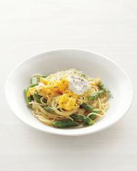 pasta-asparagus-scrambled-eggs-med108372.jpg