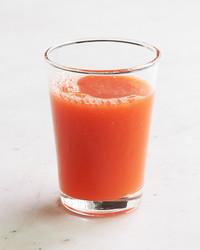 carrot-grapefruit-juice-140-ld111042-0514.jpg