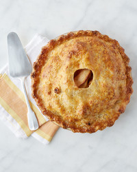 cheddar-crusted-apple-pie-vert-073-d113085.jpg
