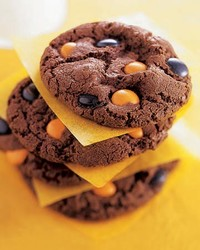 mslhal0904xe4s_1104_chocolate_spot_cookies.jpg