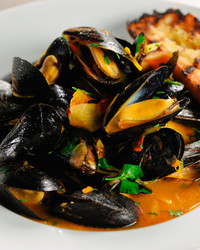 steamed-mussels-with-wine-and-saffron-mscs108.jpg