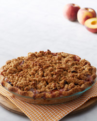 martha-bakes-peach-crumble-pie-015-d110936-0514.jpg