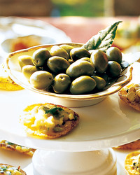 mla103568_cornchip_0908_olives_fresh_bay_leaves.jpg