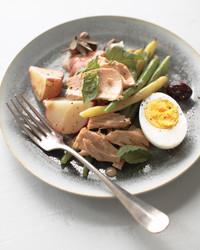 beans-tuna-tomatoes-olives-potatoes-eggs-mbd108930.jpg