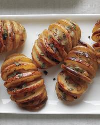 thanksgiving-shallot-sage-accordion-potatoes-med109000.jpg