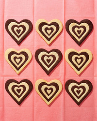 sweetie-dark-and-white-chocolate-shortbread-hearts-102835194.jpg