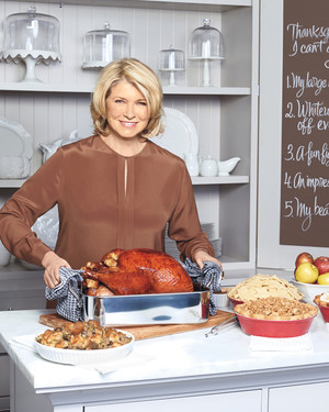 "Martha Shows ""The View"" How Thanksgiving Is Done"