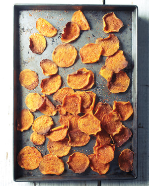 12 Homemade Veggie and Fruit Chips to Snack on Instead of Potato Chips