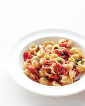 pasta-roasted-tomatoes-capers-med108372.jpg