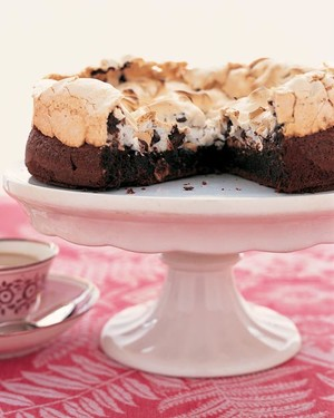 ml302f1_0203_chocolate_hazelnut_meringue_cake.jpg