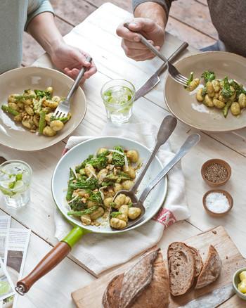hello-fresh-dinner-table-pasta-0815.jpg