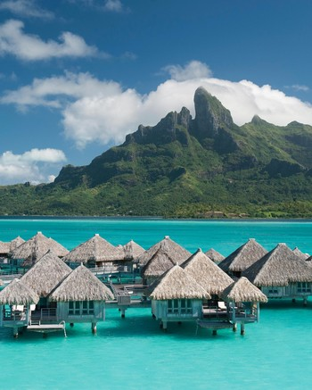 travel-honeymoon-diaries-st-regis-bora-bora-floating-cottages-s112946.jpg