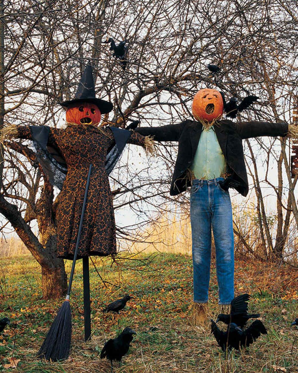Frightfully fun scarecrow martha stewart for Decoration jardin halloween