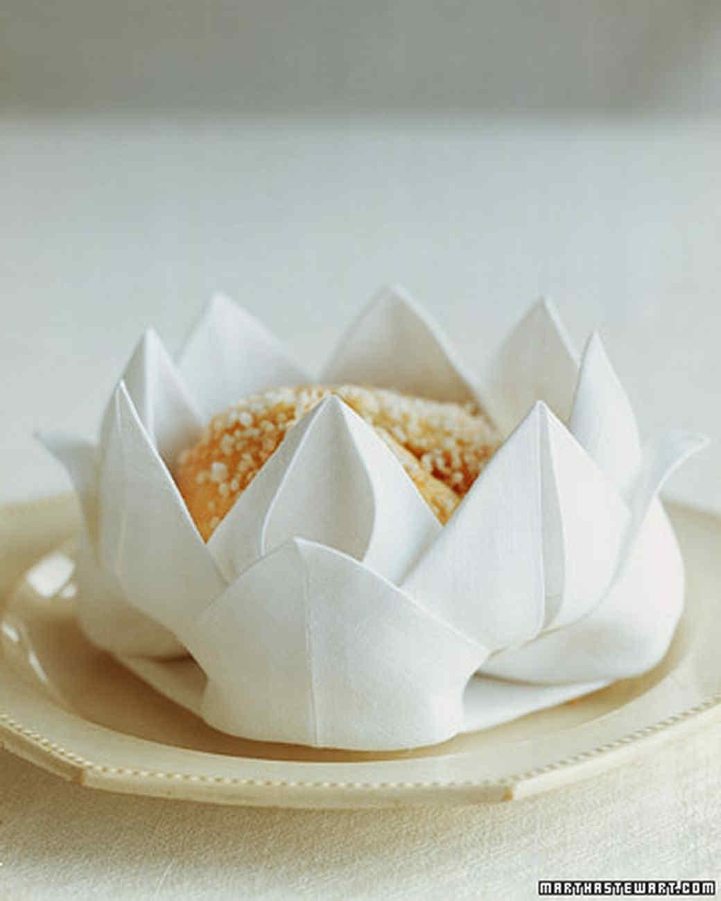 Сервировка стола бумажными салфетками пошаговое фото