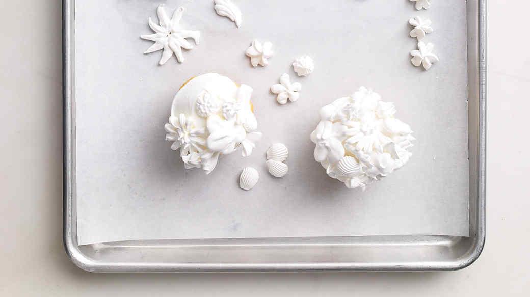 Meringue flower cupcakes