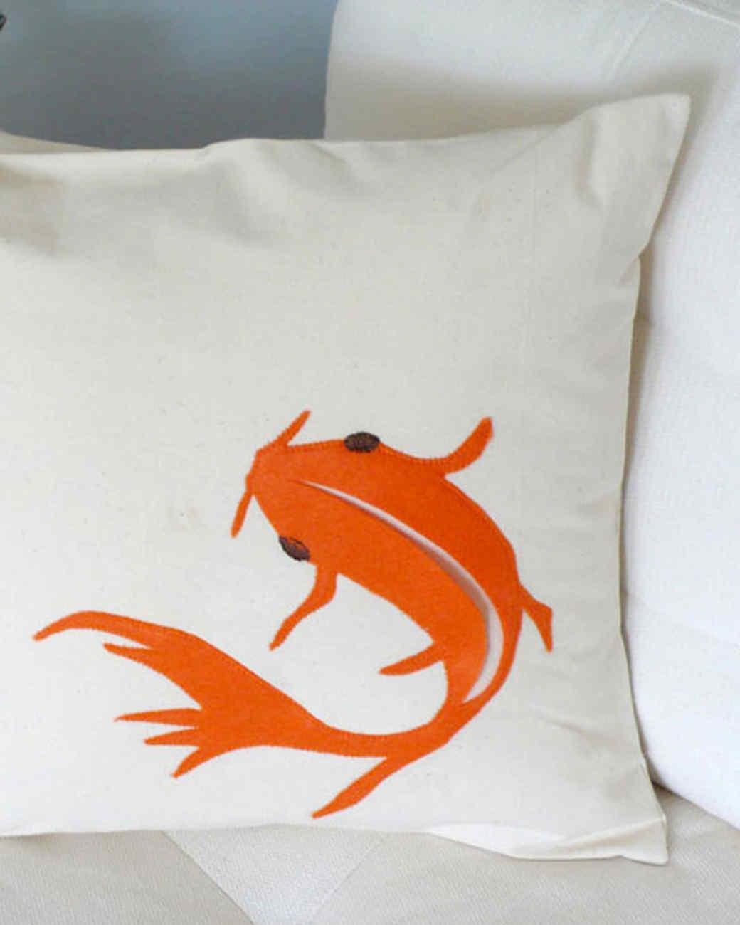 crafter_fish_pillow.jpg