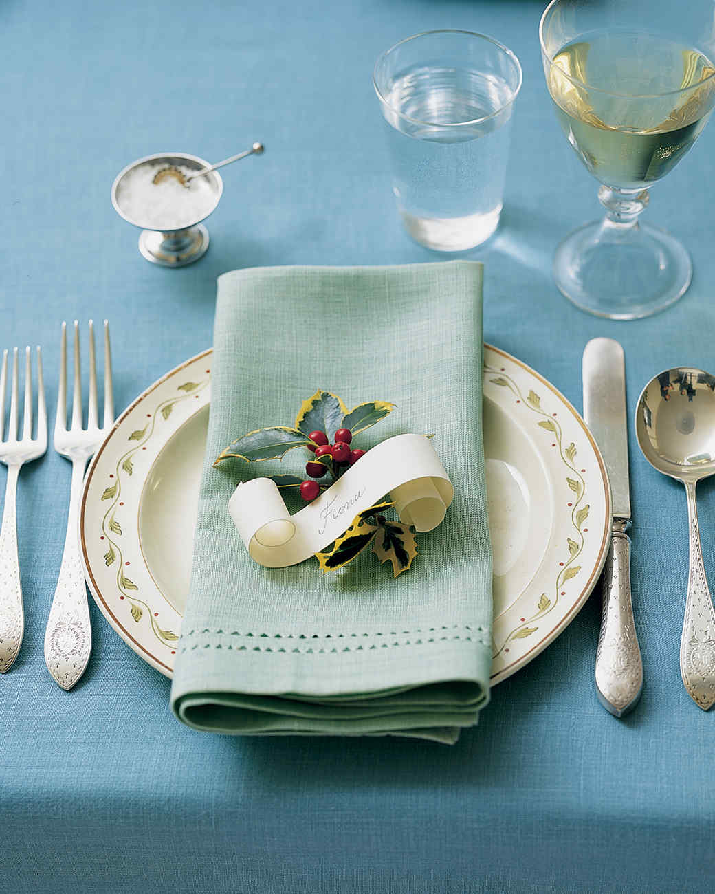 Holiday table settings martha stewart for Christmas table place setting ideas