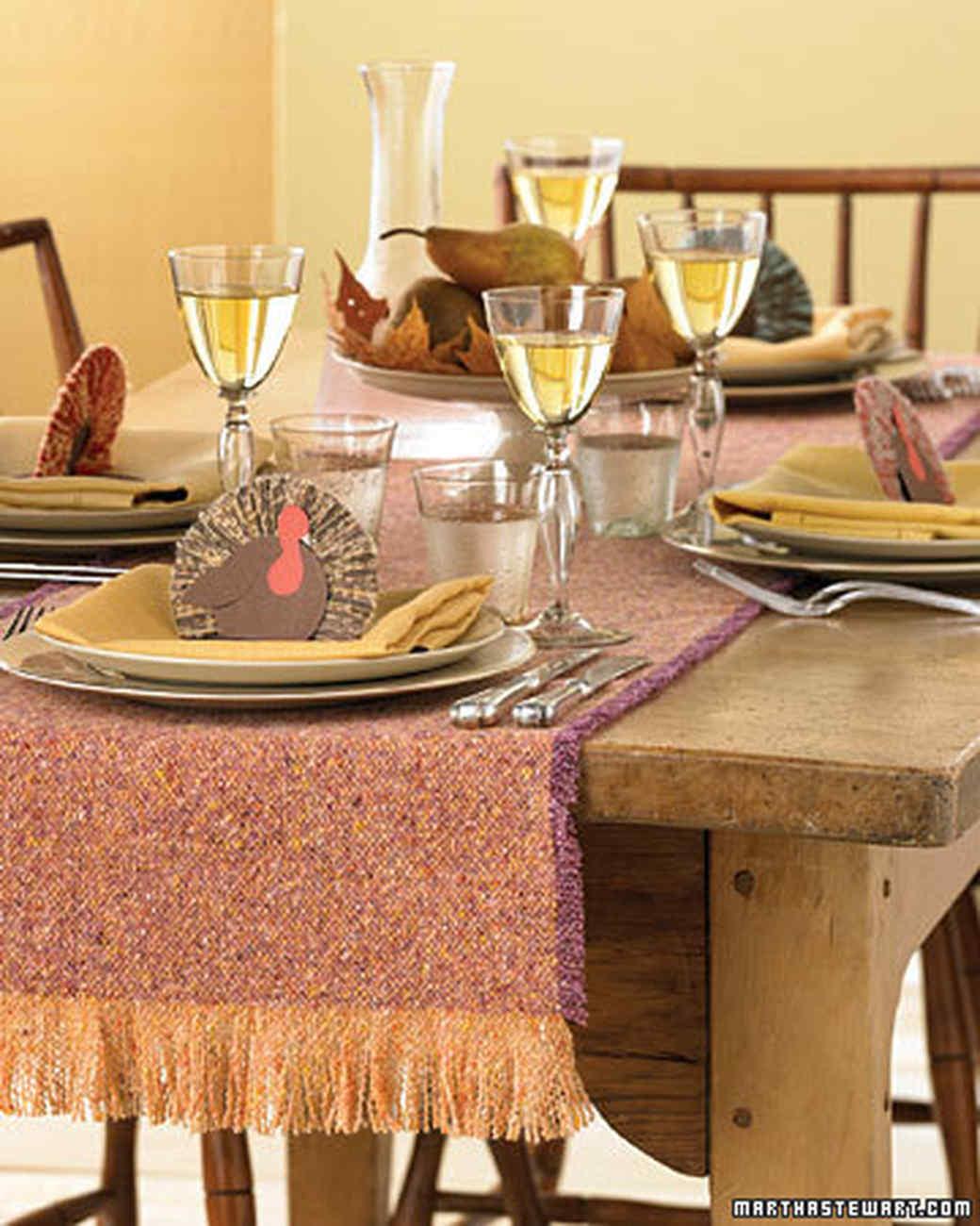 Thanksgiving Tables For Everyone Martha Stewart - Martha stewart dining room table