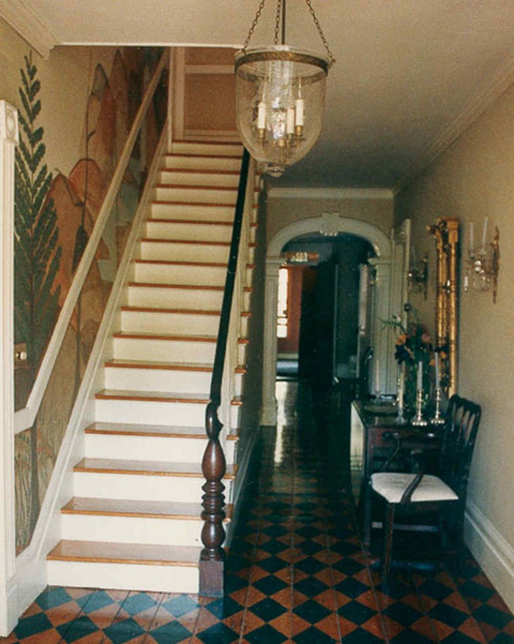 la1075_1007_thstairs.jpg