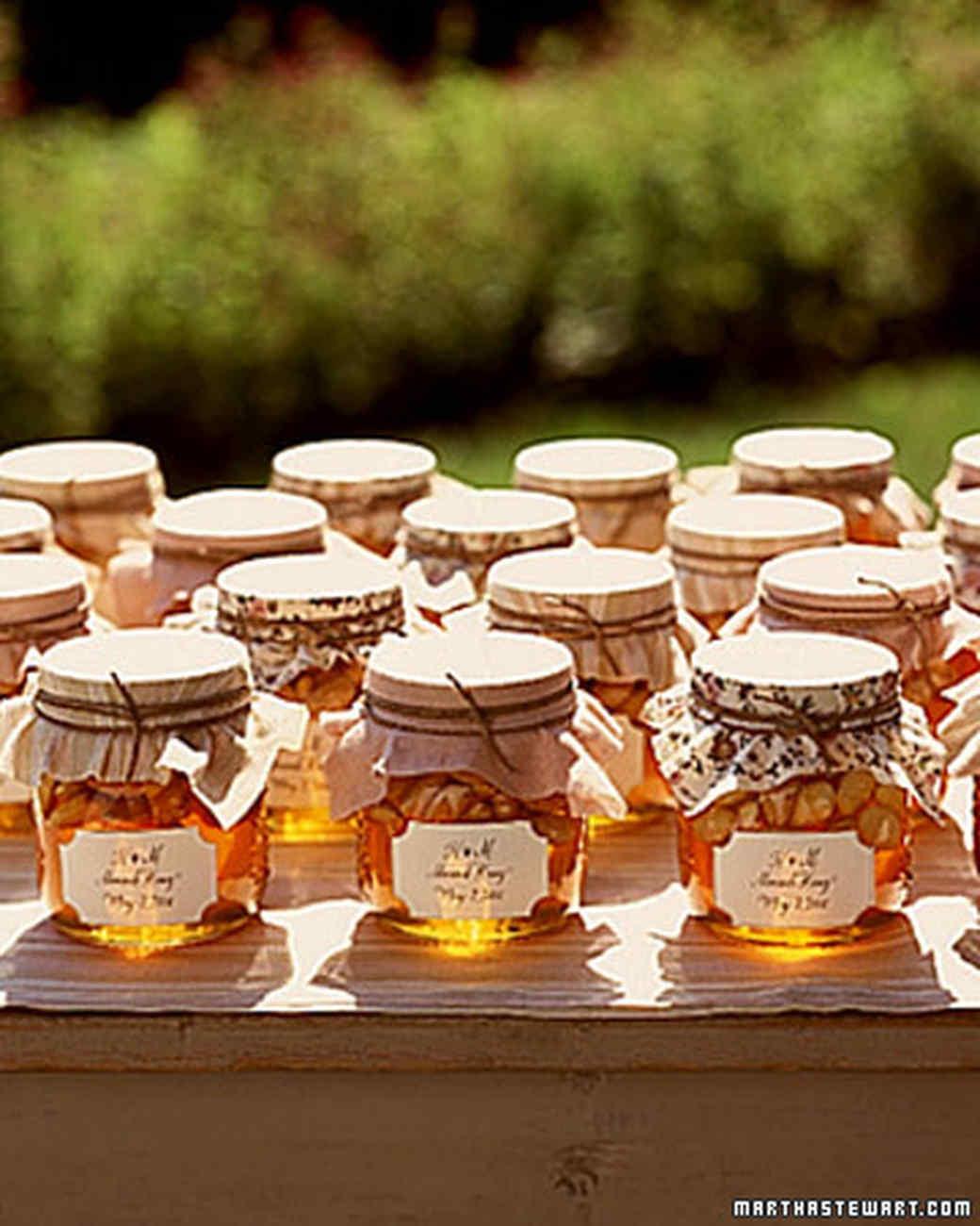 Мед в подарок гостям