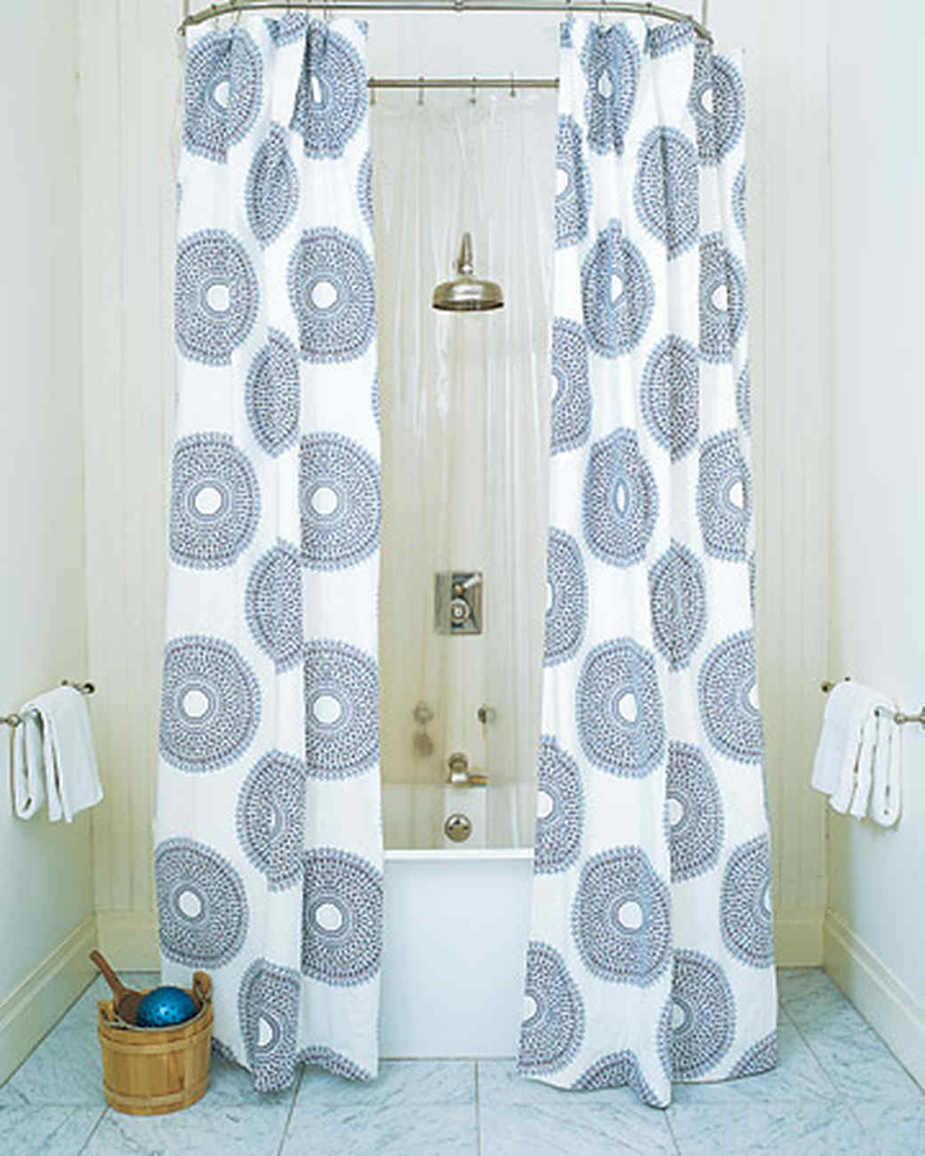 mla103722_0908_shower.jpg