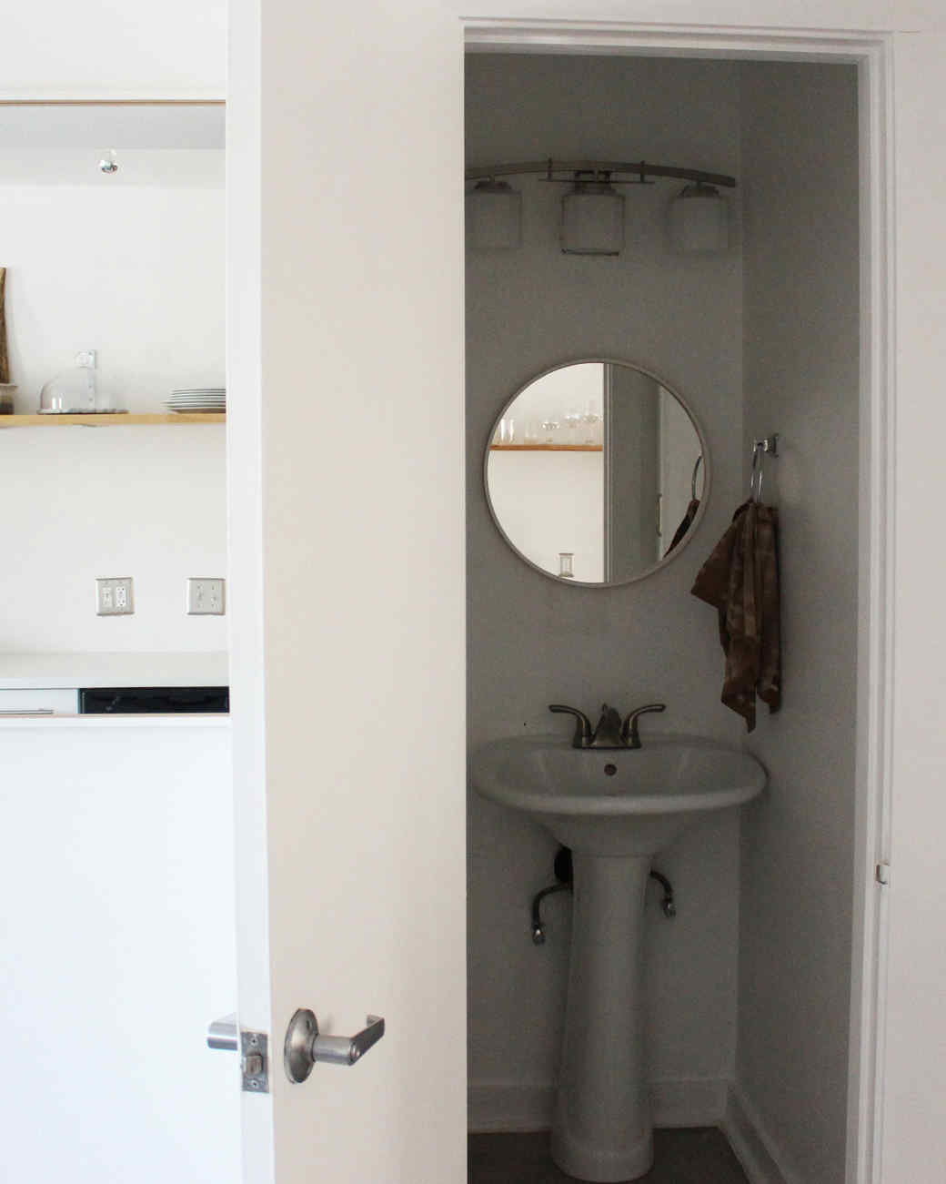 9-downstairs-half-bath.jpg