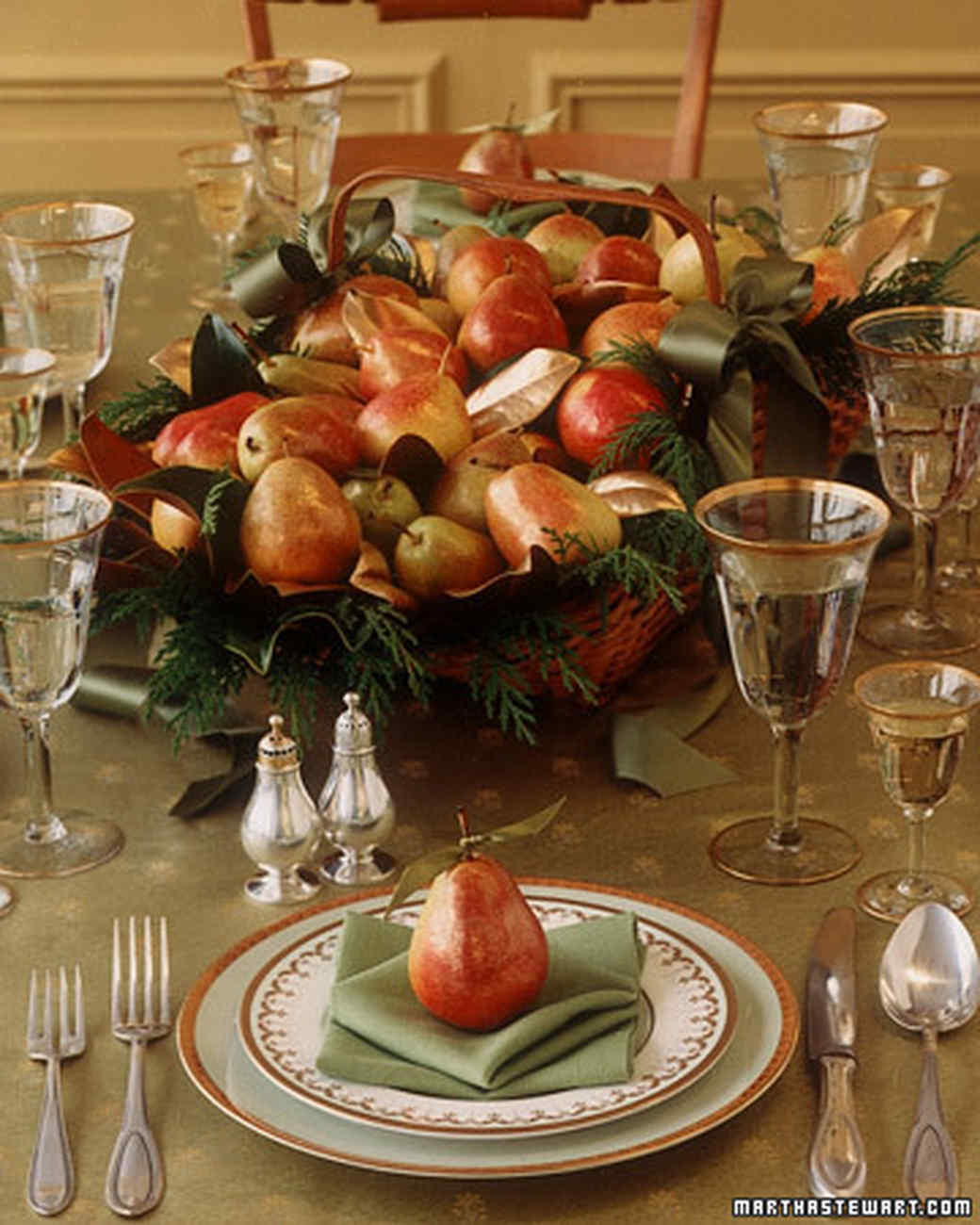 Holiday centerpiece gilded pear basket martha stewart - Decor de table noel ...