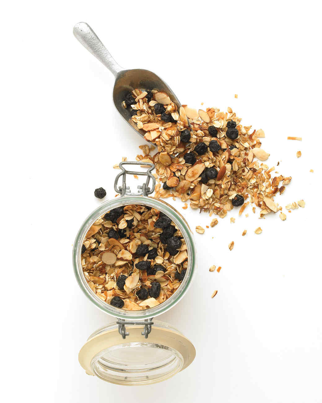 med104708_0509_granola.jpg