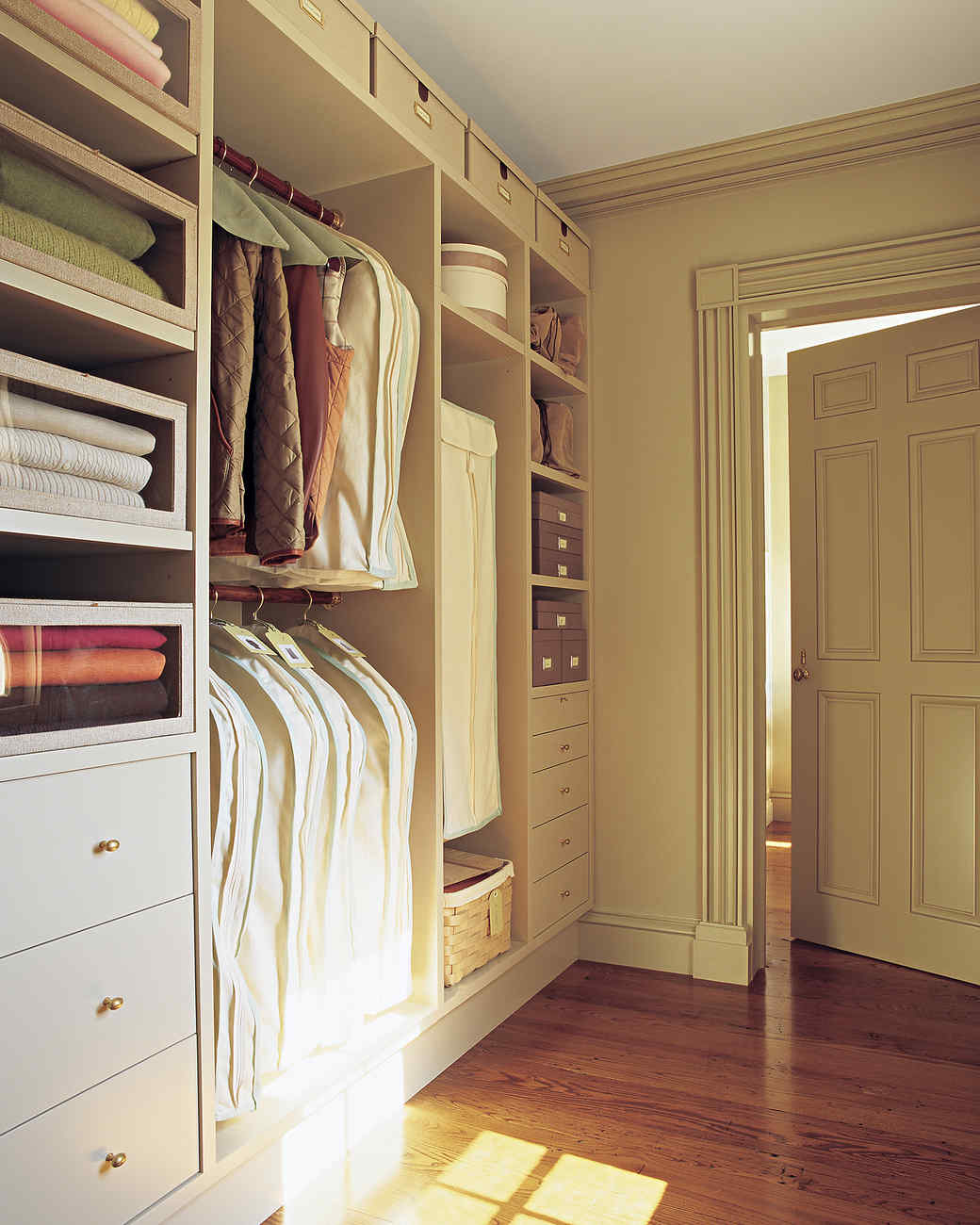 mla_104332_0109_closet.jpg