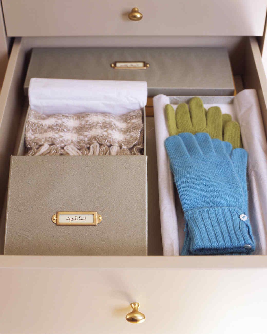 mla_104332_0109_gloves.jpg