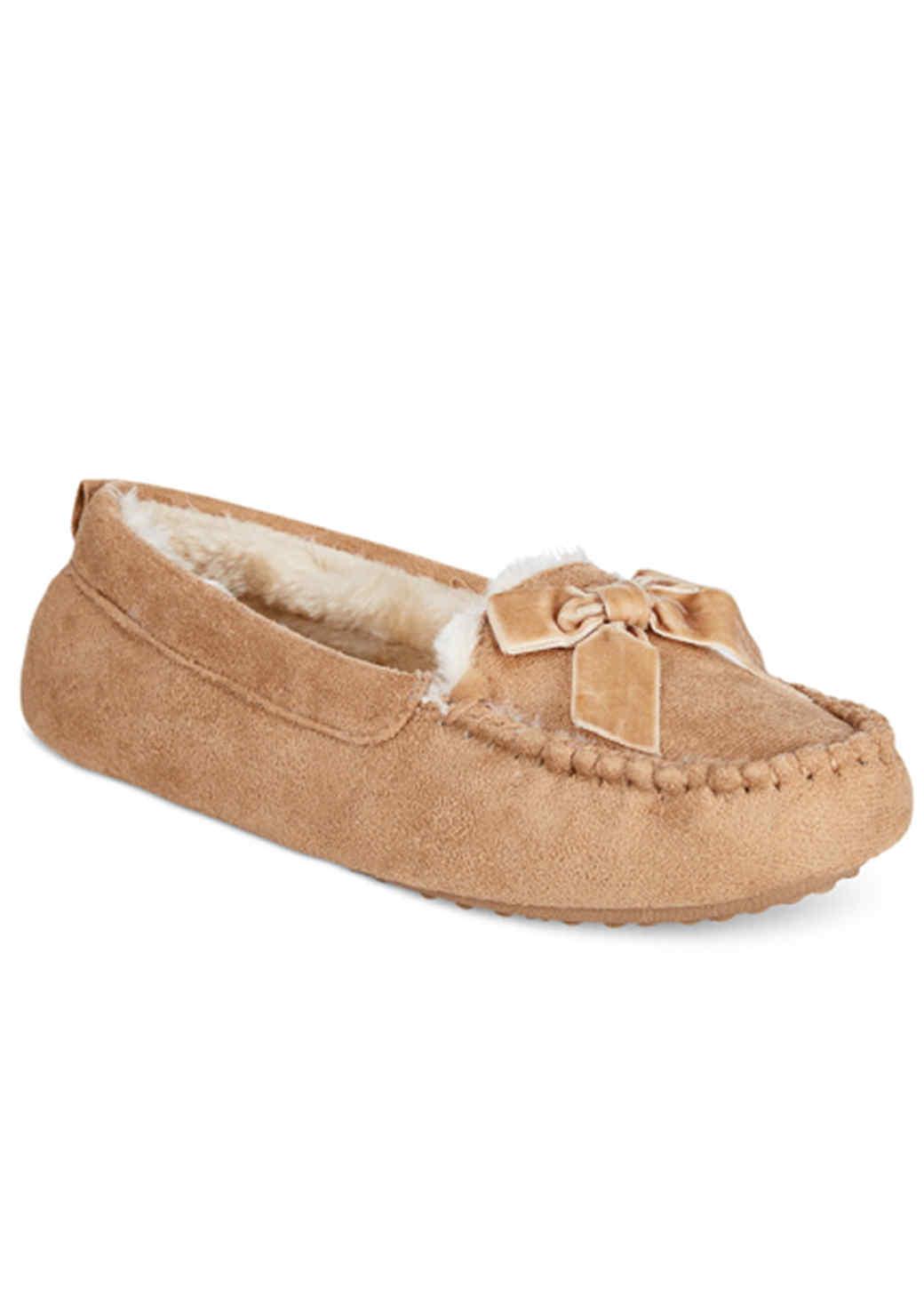 moccasin-slippers-1015.jpg (skyword:196068)