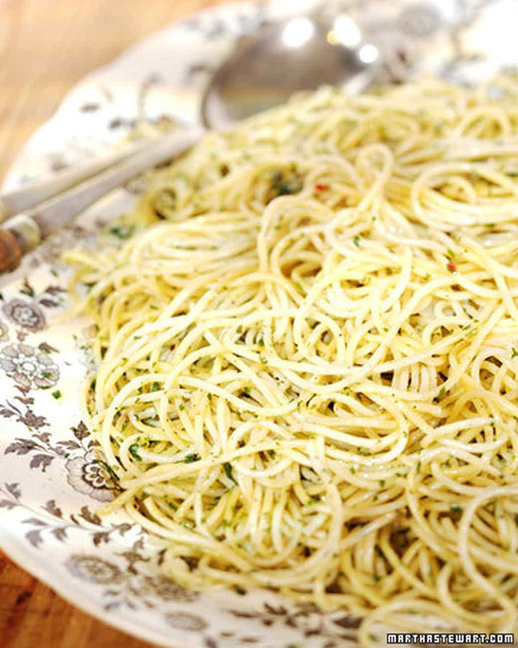 3079_012108_garlicpasta.jpg