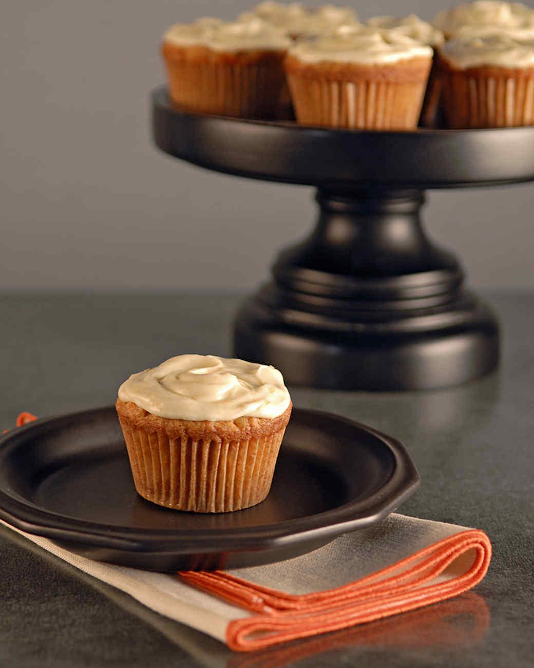 edb_103_carrot_cupcakes.jpg