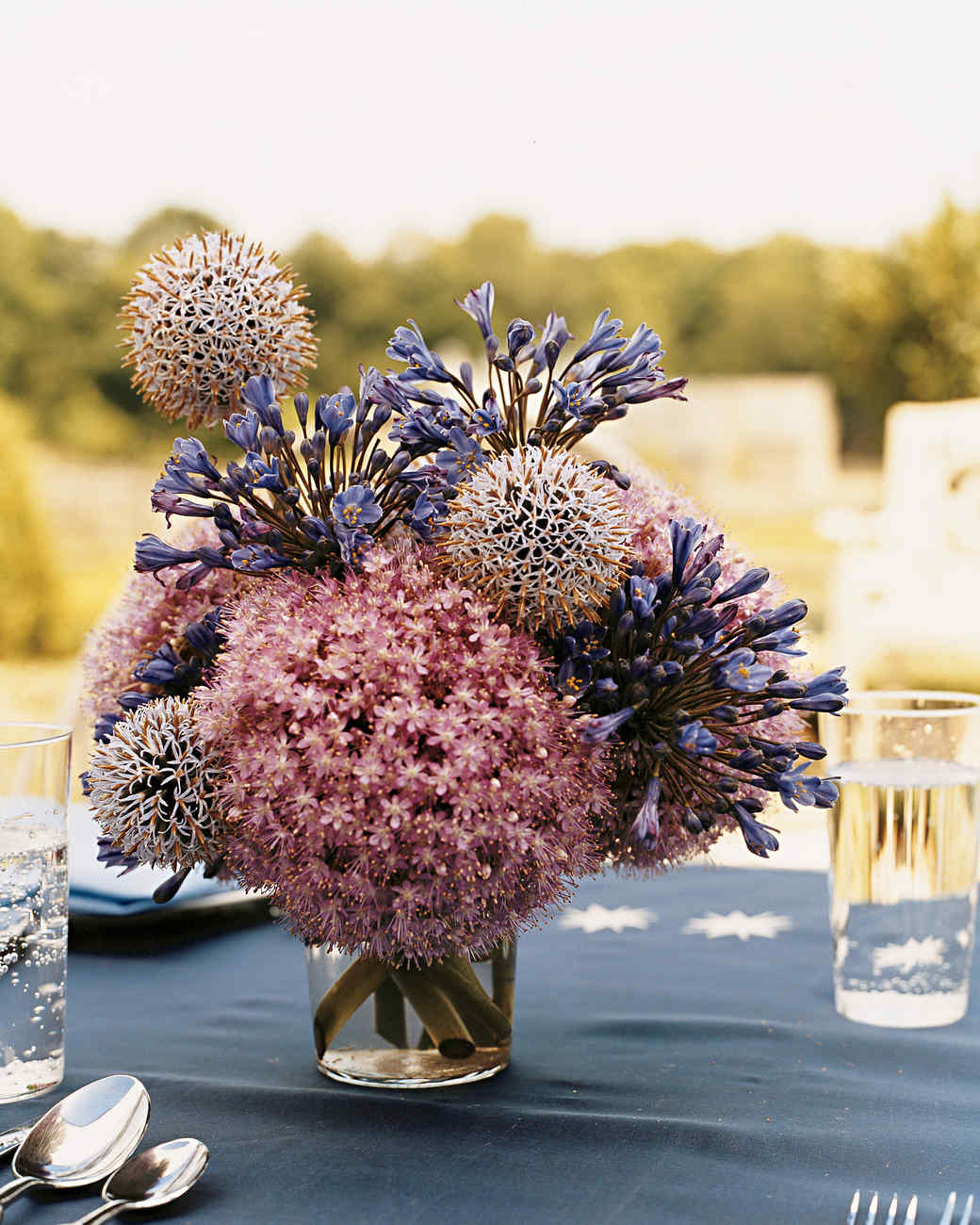Summer centerpieces for entertaining martha stewart for Martha stewart floral arrangements
