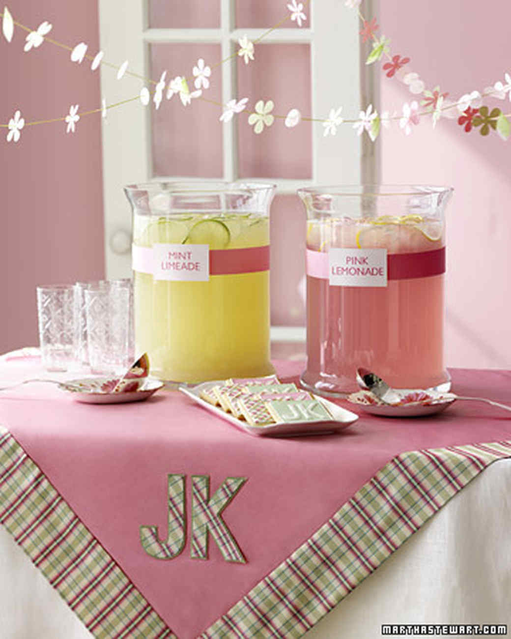 wd101368_sum05_lemonade.jpg