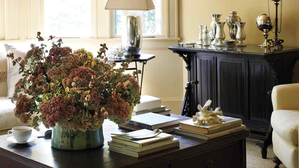 Martha's Living Room at Lily Pond Lane: 5 Daring Details