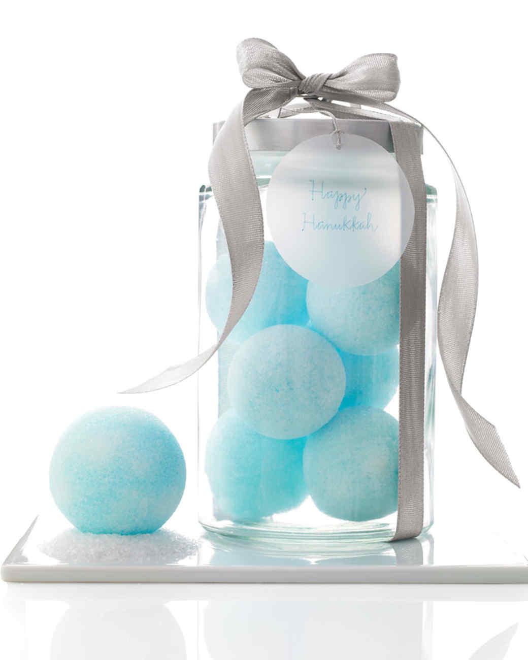 mld104247_1208_snowballs.jpg