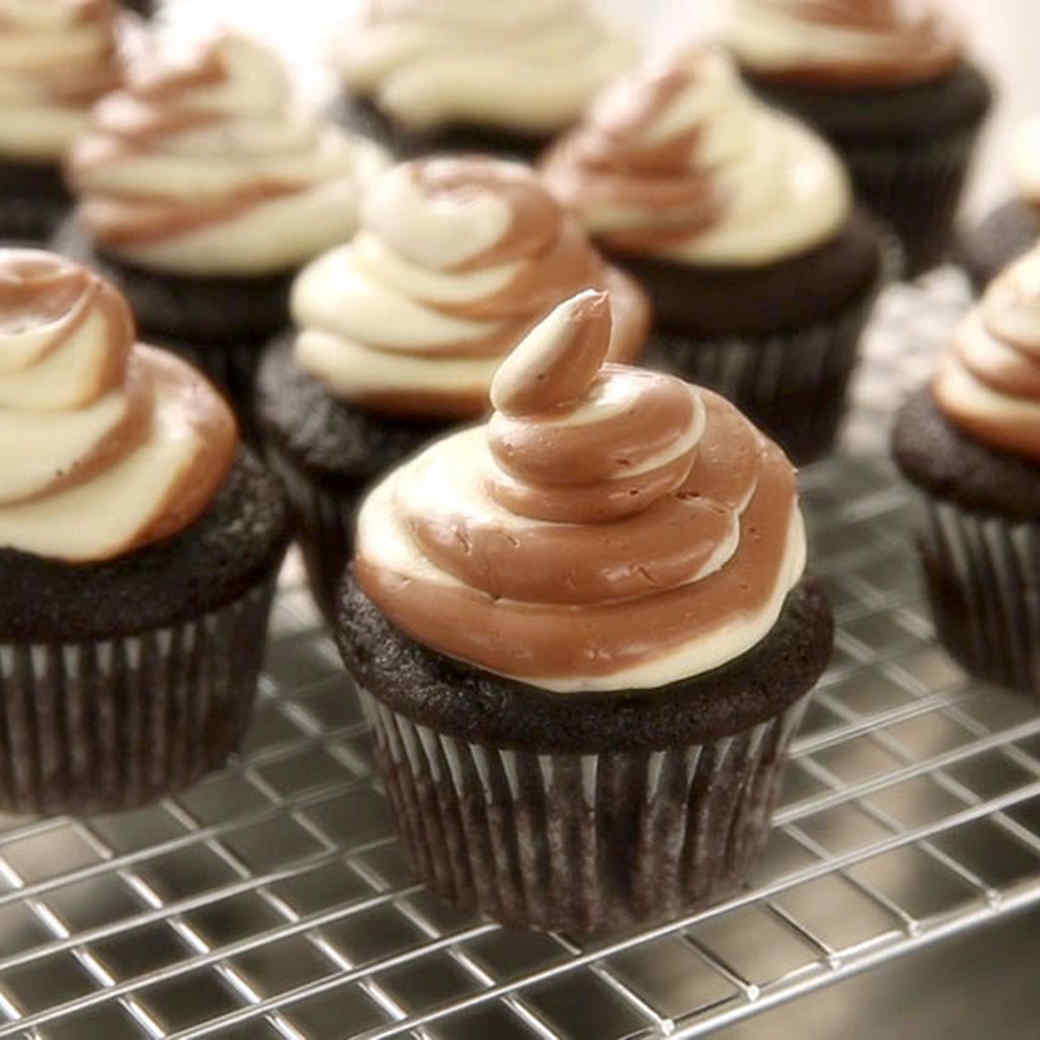 Easy One-Bowl Chocolate Cupcakes