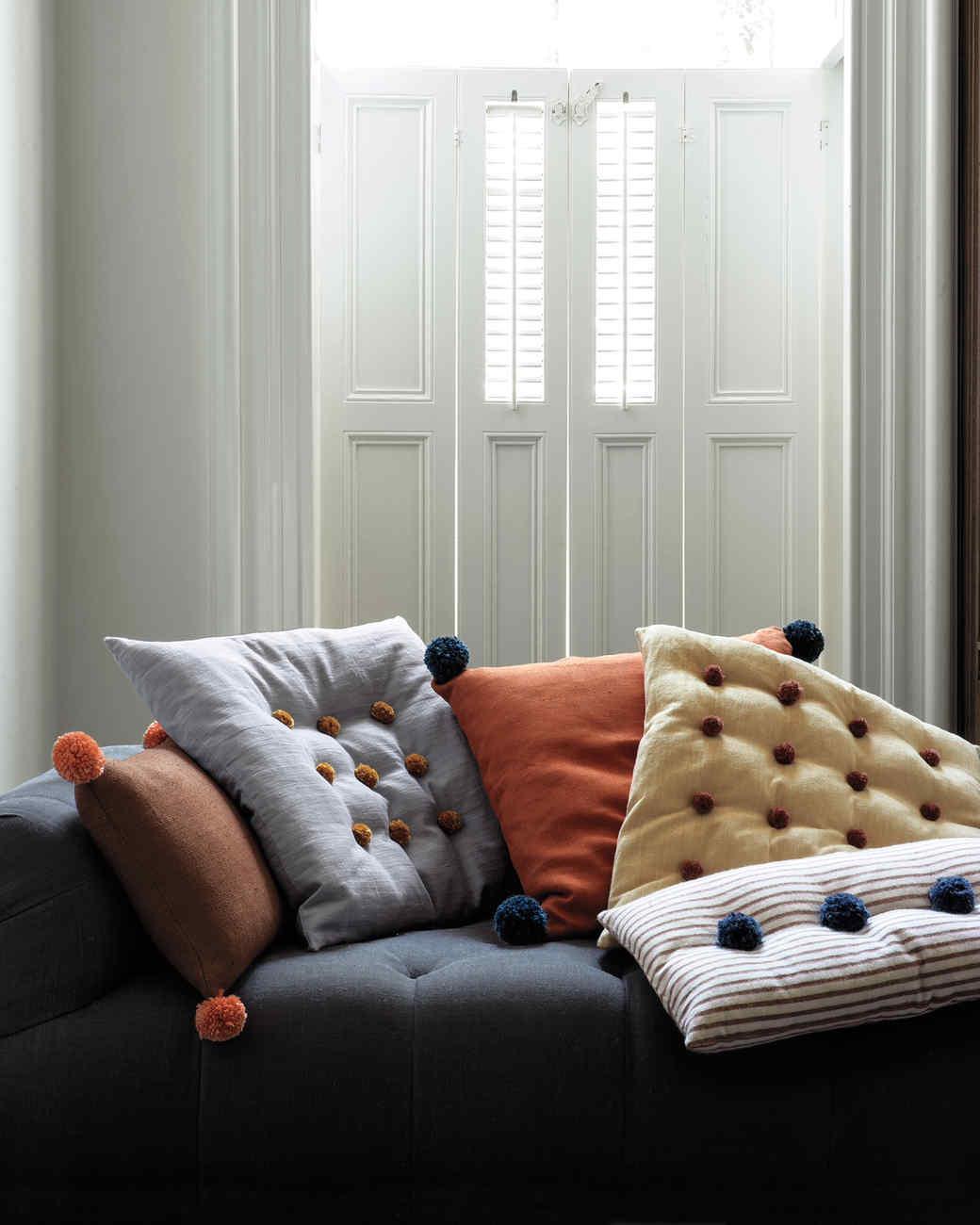 pom-poms-couch-mmd108966.jpg