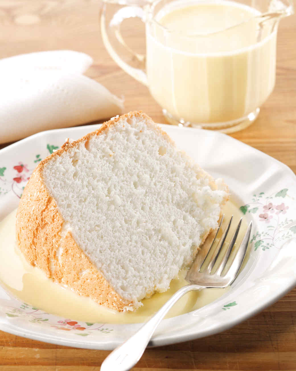Mama 39 s angel food cake with bourbon creme anglaise recipe for Anglaise cuisine