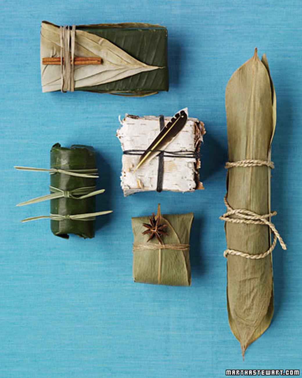 Turn to nature to wrap your gifts with big leaves. Very natural.