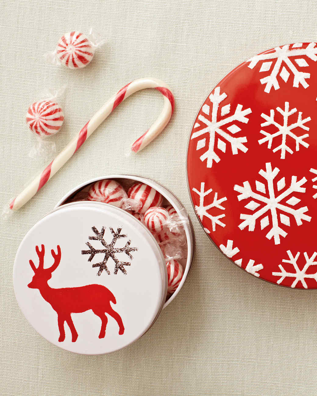 Holiday stencil projects martha stewart for Martha stewart xmas crafts