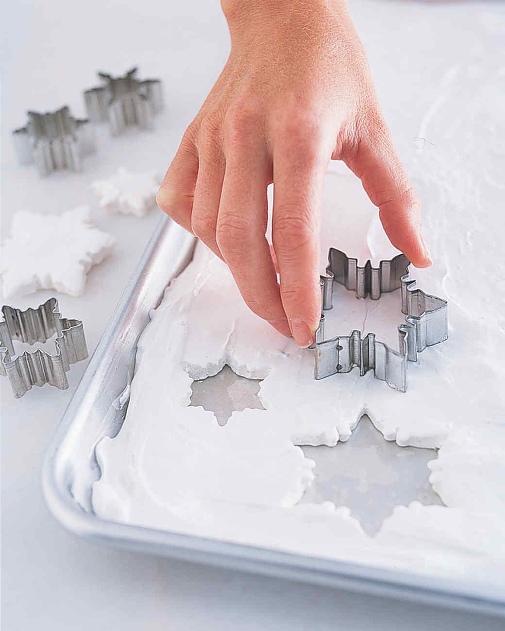 Marthastuart Marthastuart: Make Marshmallow Snowflakes
