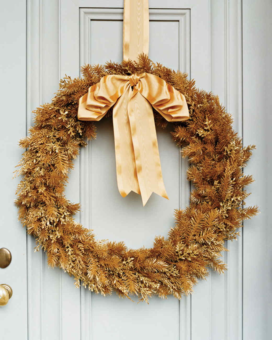 mla103805_1208_goldwreath.jpg