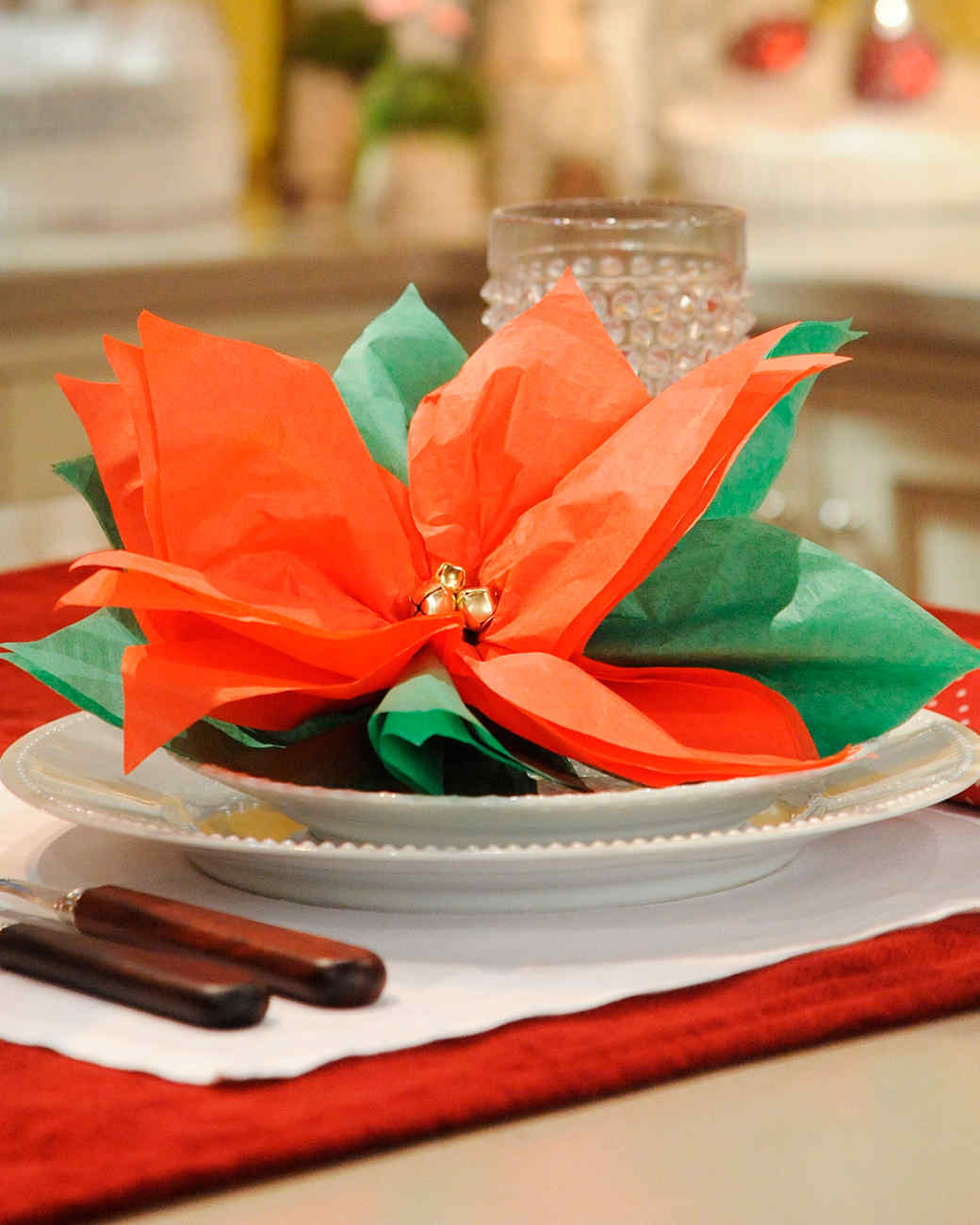 How To Perfect Your Christmas Table Decorations  CnNzLTAtNUIyZmRh: Holiday Table Decorations From ''The Martha Stewart Show