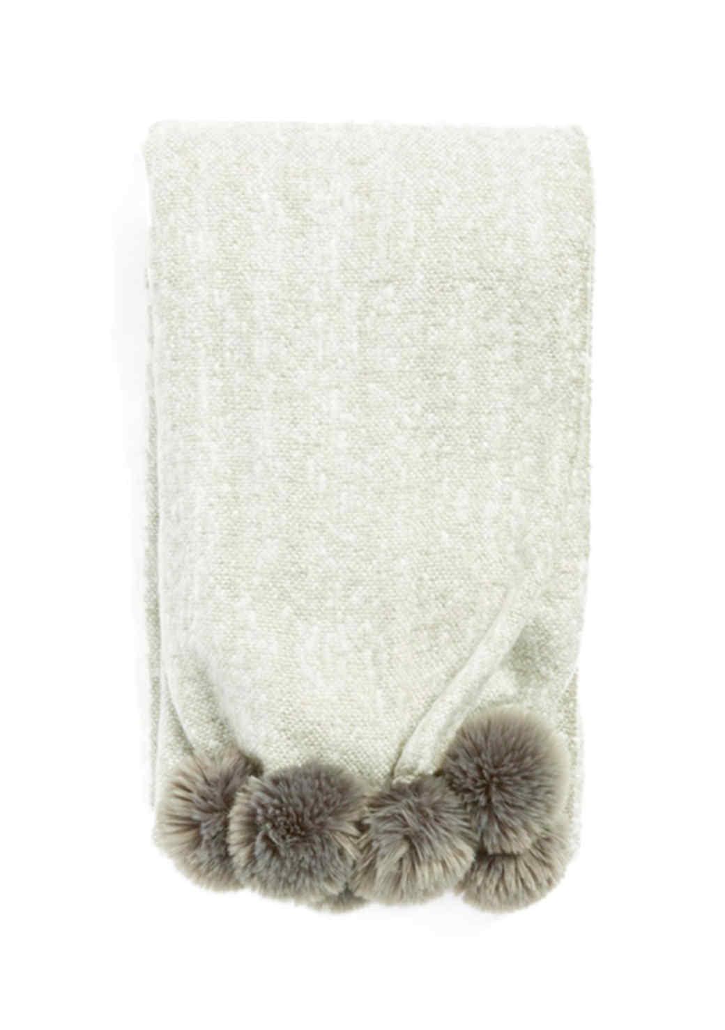 pompom-throw-blanket-1015.jpg (skyword:196064)