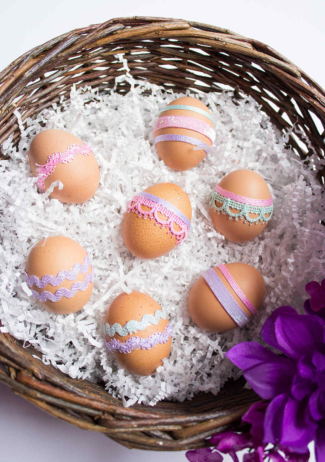 ribbon-easter-eggs-1215-1.jpg (skyword:211142)