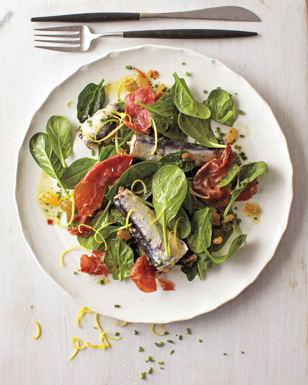 Spinach salad with sardines and crispy prosciutto for Salas lunchs
