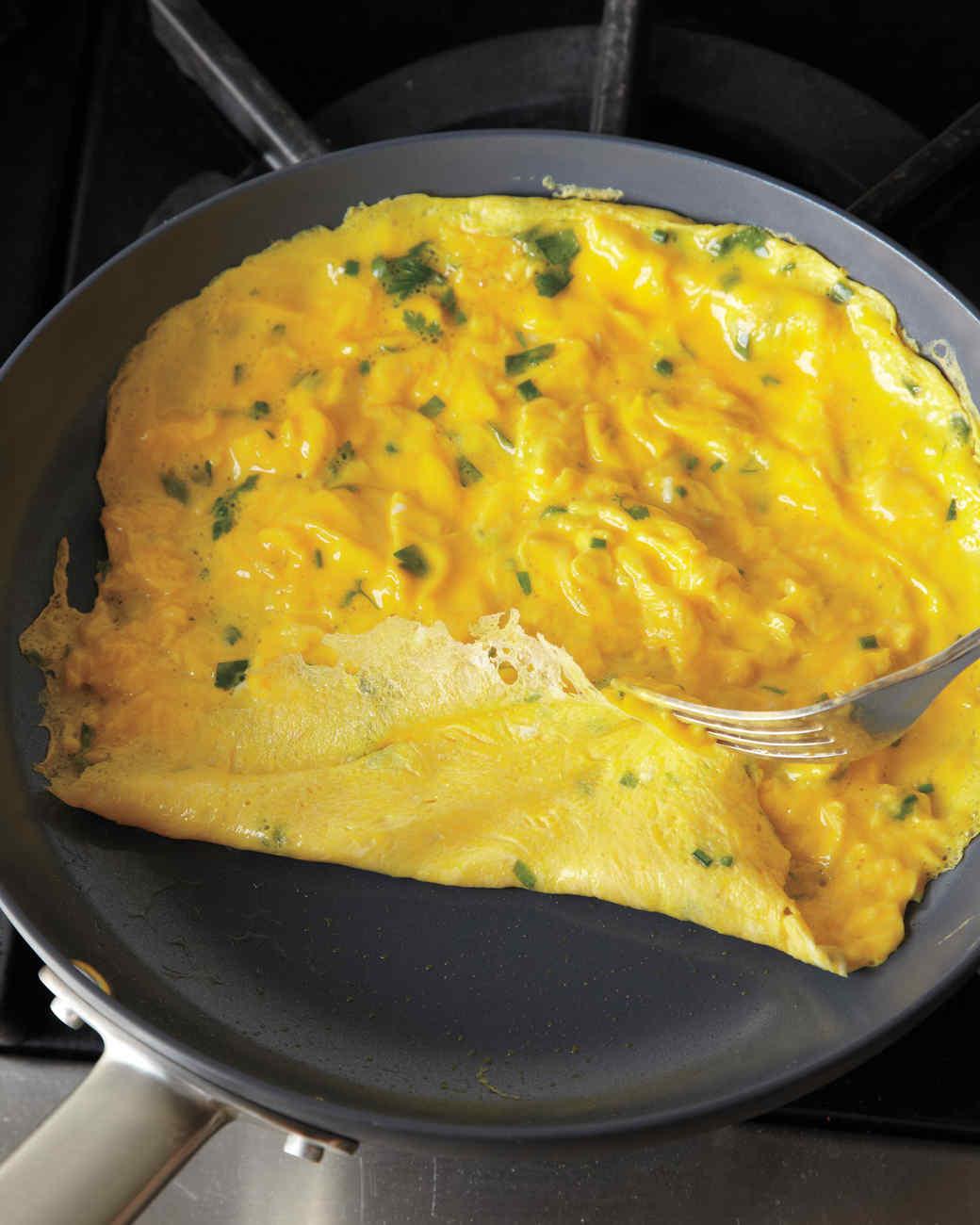 omelet-howto-111-mld110179.jpg